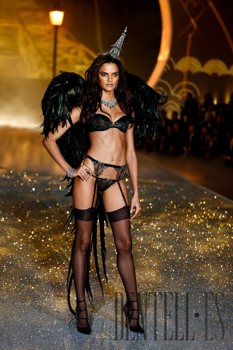 "Victoria's Secret ""Parisian Nights"", 2013 fashion show - Lingerie - 10"