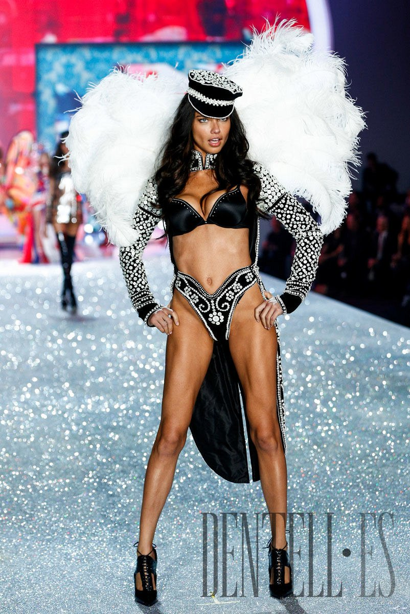 Victoria's Secret «British Invasion», 2013 fashion show - Lencería - 1