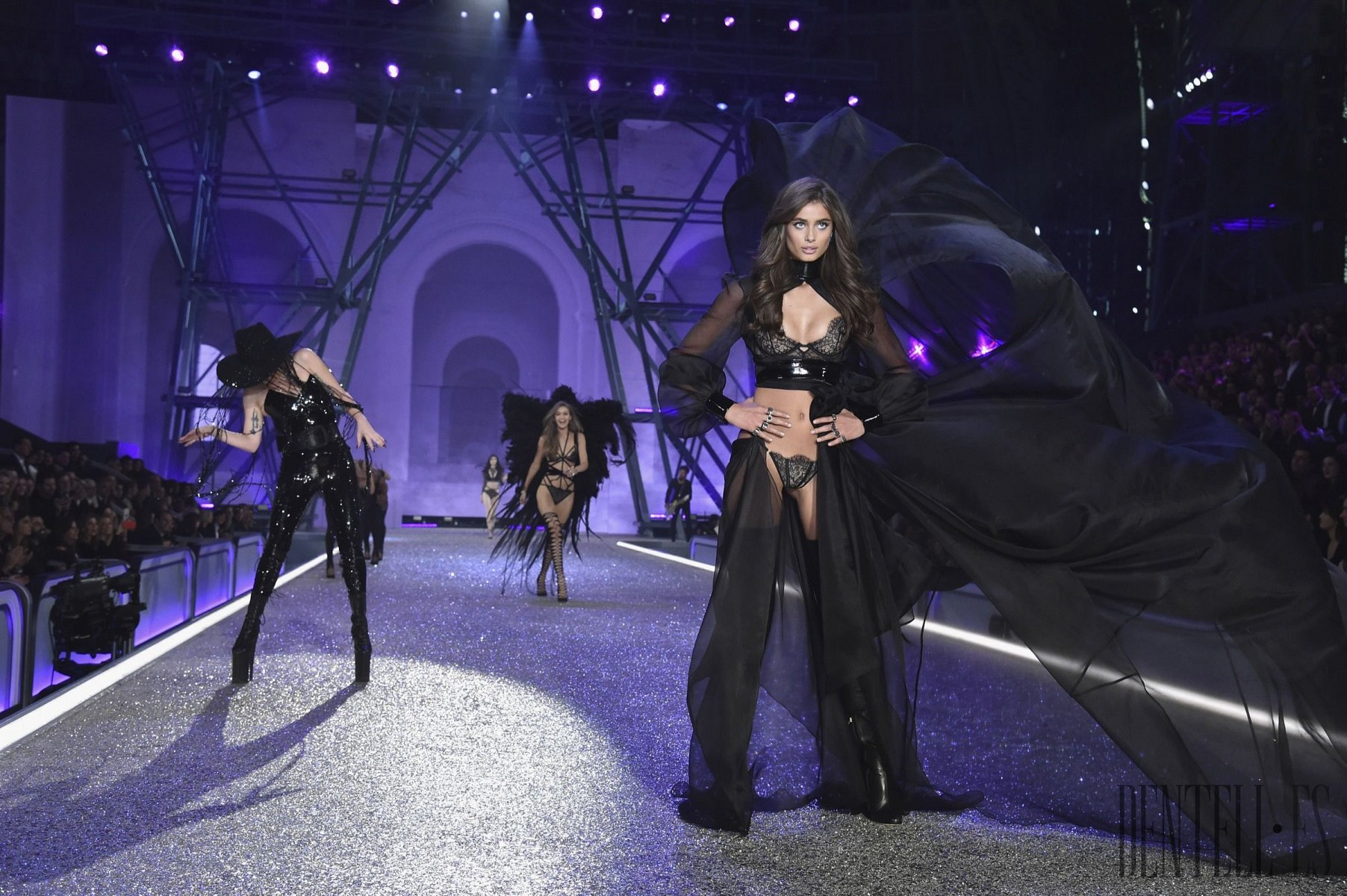 "Victoria's Secret ""Dark Angel"", 2016 show - Dessous - 1"