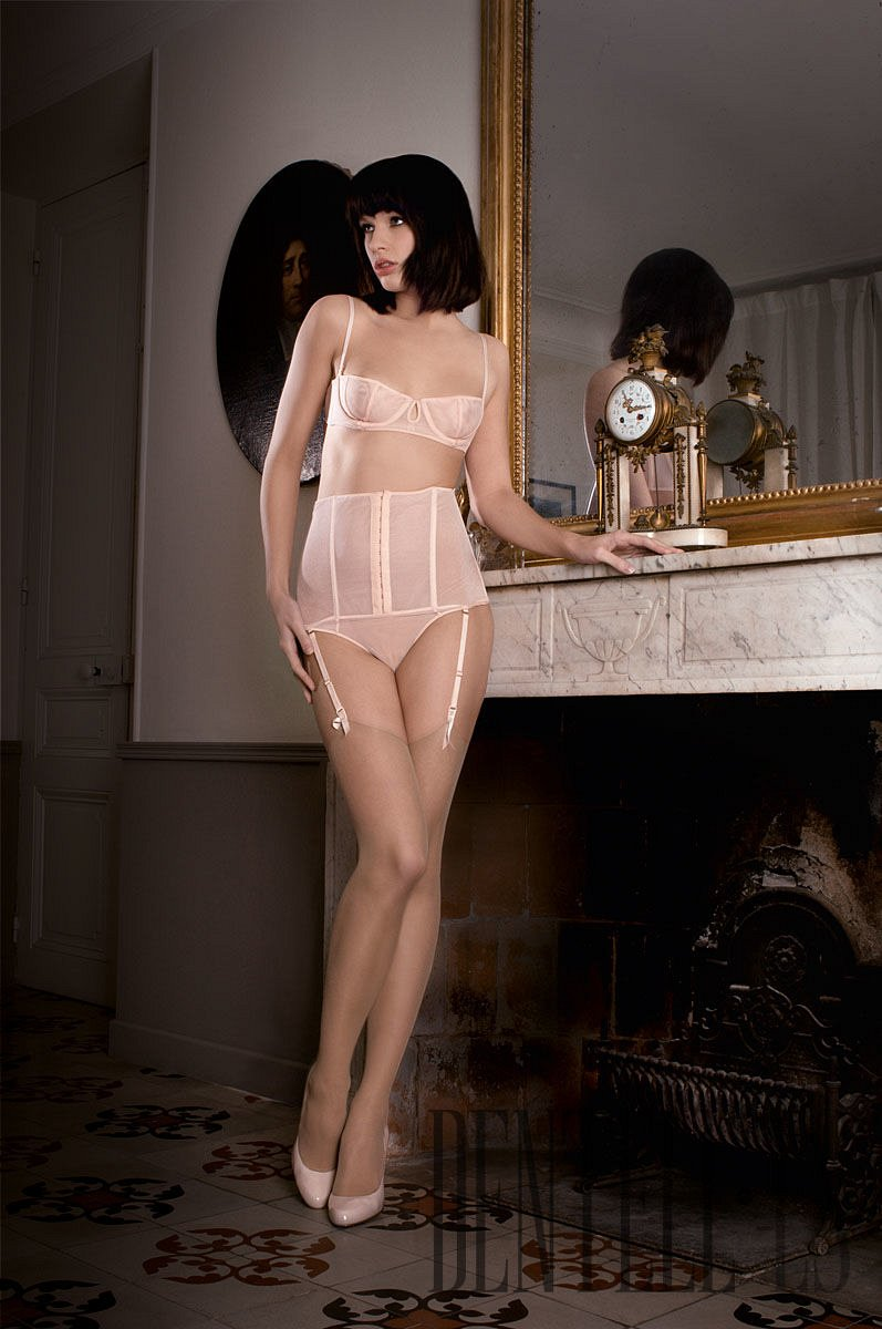 Maison close villa bel ami f w 2010 2011 lingerie for Maison close