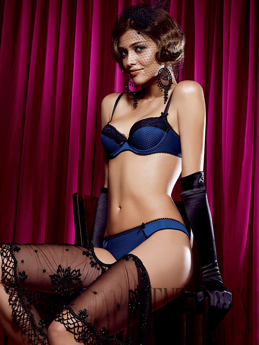 Passionata F/W 2009-2010, with Ana Beatriz Barros - Lingerie - 1