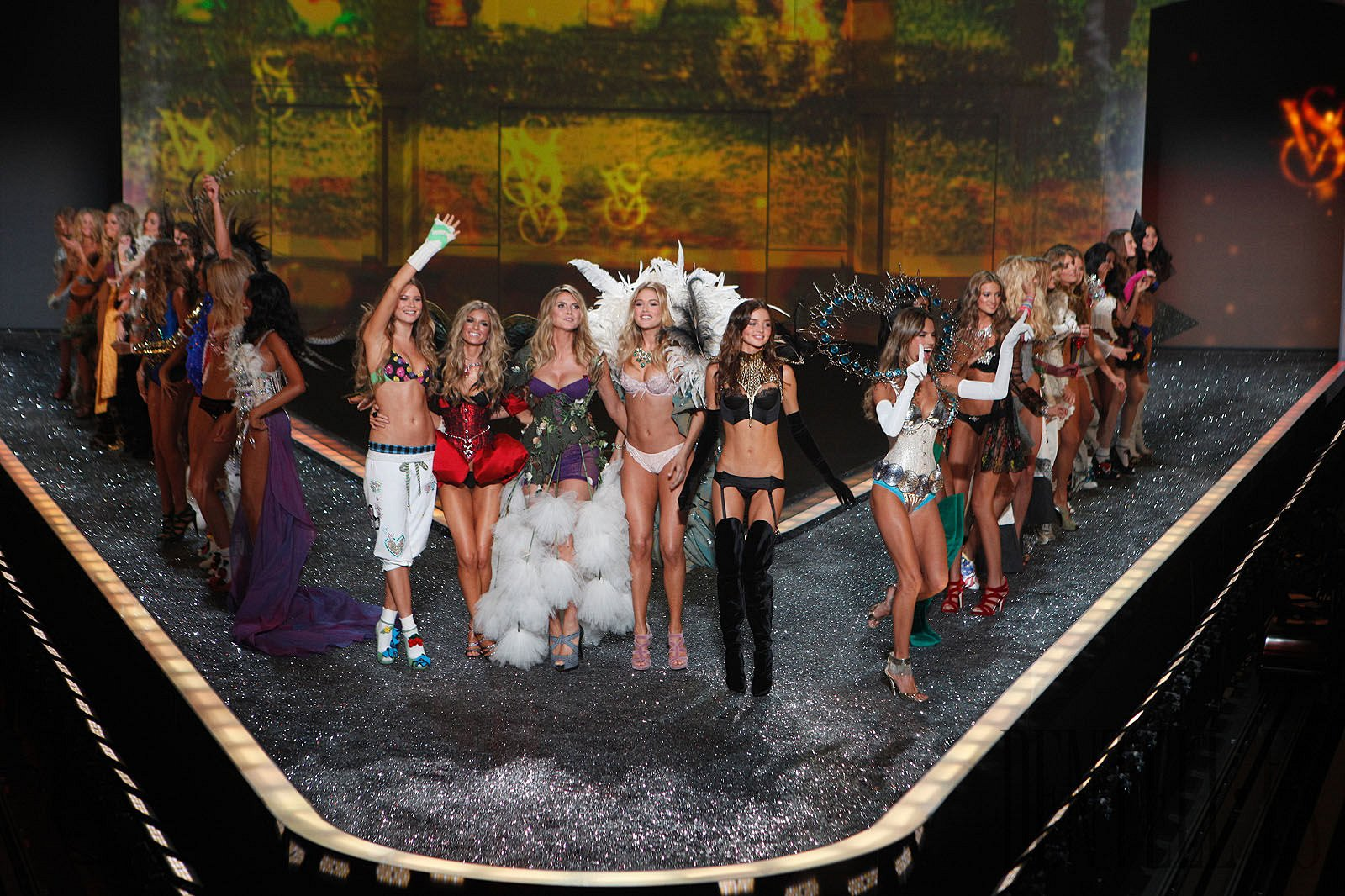 Victoria's secret 2009 fashion show - Lingerie - 1